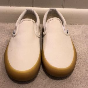 NWOT Cream slip on vans with gum sole